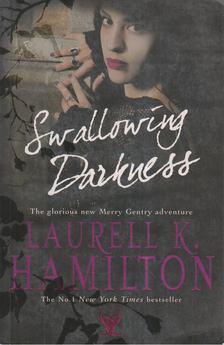 Laurell K Hamilton - Swallowing Darkness [antikvár]
