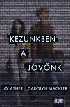 Jay Asher, Carolyn Mackler - Kezünkben a jövőnk [nyári akció]