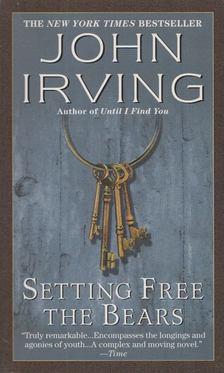 John Irving - Setting Free the Bears [antikvár]