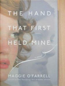 Maggie O'Farrell - The Hand that First Held Mine [antikvár]