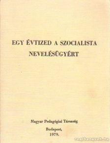 Simon Gyula - Egy évtized a szocialista nevelésügyért [antikvár]